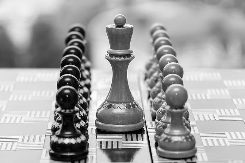 Schachbrett als Symbol der Strategie hinter dem Contentaufbau für SEO